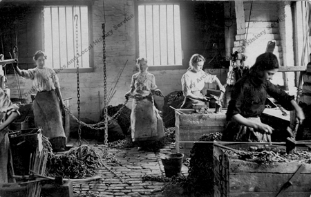 p84 Female chainmakers at Cradley Heath taken about the time of the strike 1912 WM